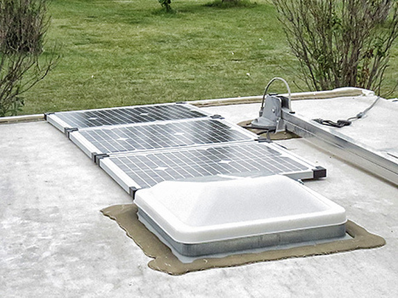 solar panels installed on roof of travel trailer